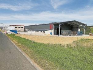 Neu errichtete Produktion und Verwaltungsgebäude im Industriegebiet vor dem Ortsteil Köttelbach. Hier entstehen aktuell etwa vierzig weitere Arbeitsplätze. In der Ortsgemeinde Kelberg mit 2050 Einwohner gibt es aktuell über 1400 Jobs. Foto: Karl Heinz Sicken