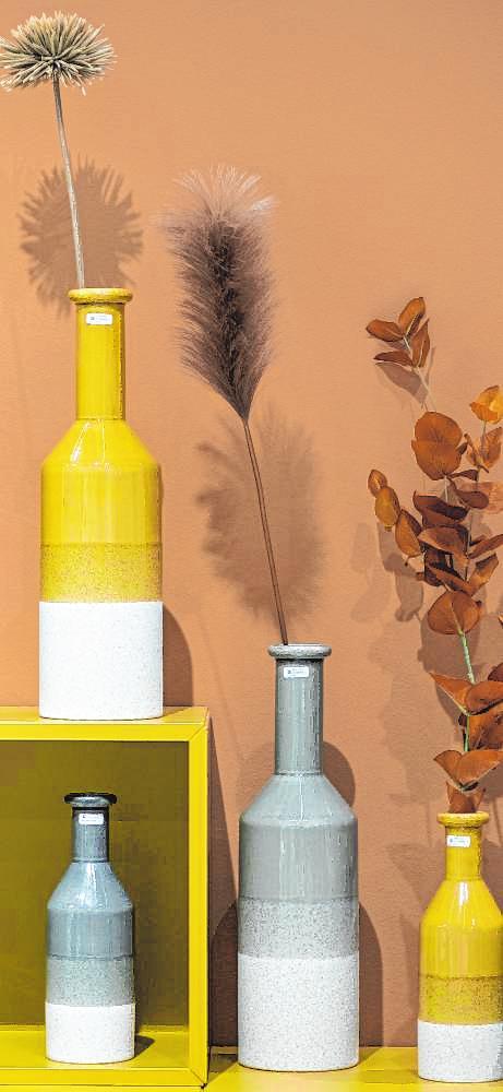 Erdtöne liegen bei der Einrichtung und Wohndekoration 2020 im Trend – das macht die getrockneten Gräser und Schnittblumen als Dekoration so spannend.