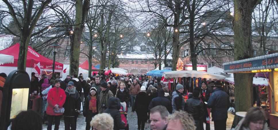 Der Weihnachtsmarkt am Schloss Reinbek wird immer am zweiten Adventwochenende gefeiert Foto: Dörte Hoffmann