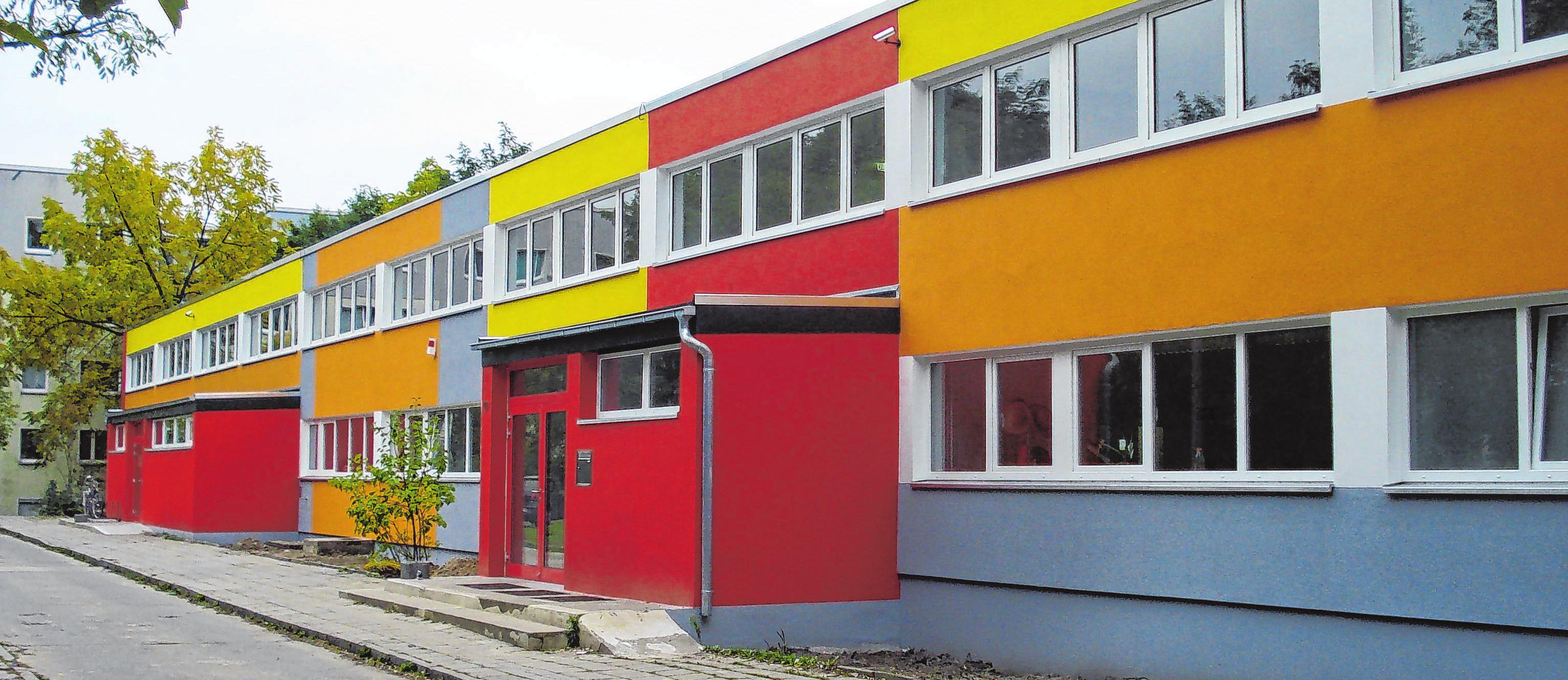 Bauleistungen für öffentliche und gewerbliche Auftraggeber, besonders Fassadenarbeiten und Sanierungen, machen das Hauptgeschäft des Bauservicecenters aus.