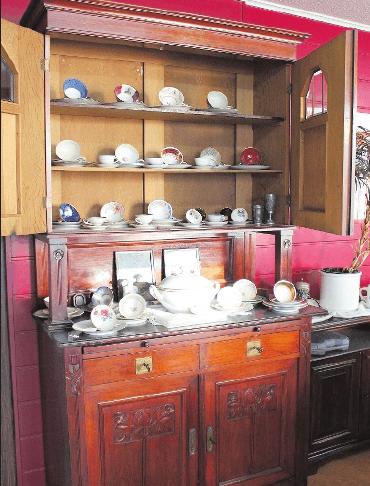 Theodor Bartl findet bei Haushaltsauflösungen auch besondere Möbel. FOTO: MÖBUS