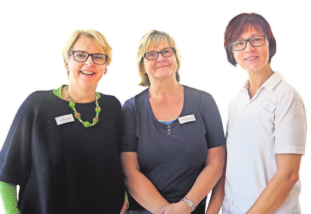 Bettina Jacob (l.) leitet das Hospiz in Hermannswerder. Neben ihr stehen Schwester Sylvia und Hauswirtschafterin Andrea Wolf.