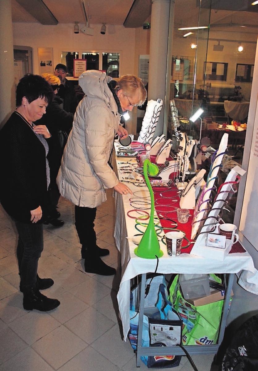 Zum Tag der offenen Tür im Textilmuseum hat das Kunsthandwerk einen festen Platz, bestimmt auch am Pelzmärtelmarktsonntag. Fotos: Archiv Bußler