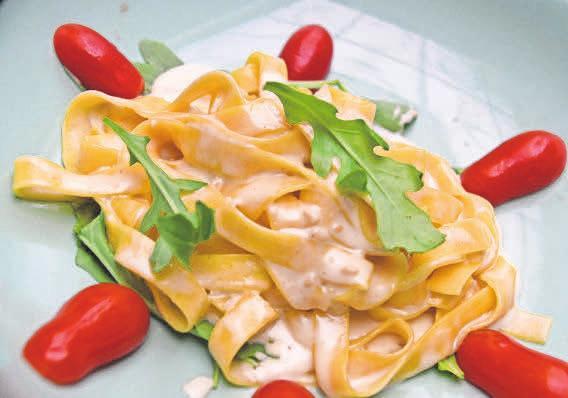 Pesto von weißen Trüffeln macht die Tagliatelle zu einer Delikatesse.