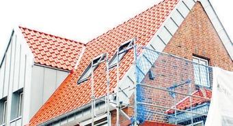 Eine regelmäßige Wartung des Dachs ist für den Versicherungsschutz unerlässlich Foto: Susanne Laudien
