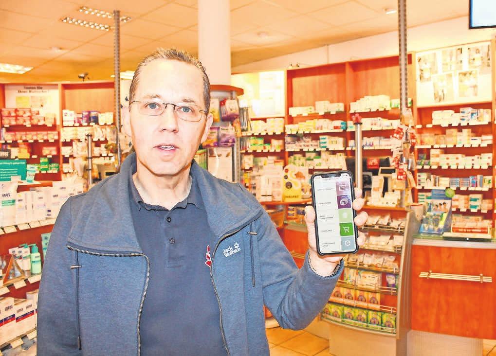 Unkomplizierte Vorbestellung von Arzneimitteln: Apotheker Dr. Klaus Eckart in der Hubertus-Apotheke. FOTOS: KIRCHHOFF