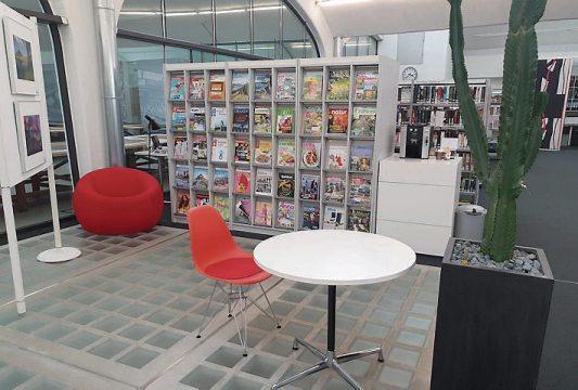 Das Lese-Café mit unterschiedlichen Zeitschriften