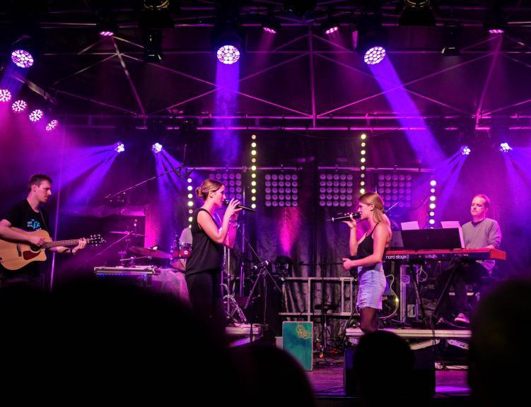 """Sie stehen für gute Unterhaltung und vertreten das Genre """"deutsche Popsongs"""": die Gruppe Annalena&Sofie. Die Band ist im Unterland bekannt und beliebt."""