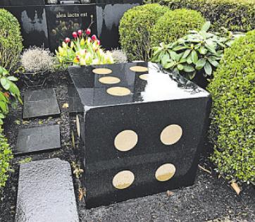 Grabstätte eines ehemaligen Spielbankbesitzers auf dem Friedhof in Stellingen. Foto: Daniel Klandt