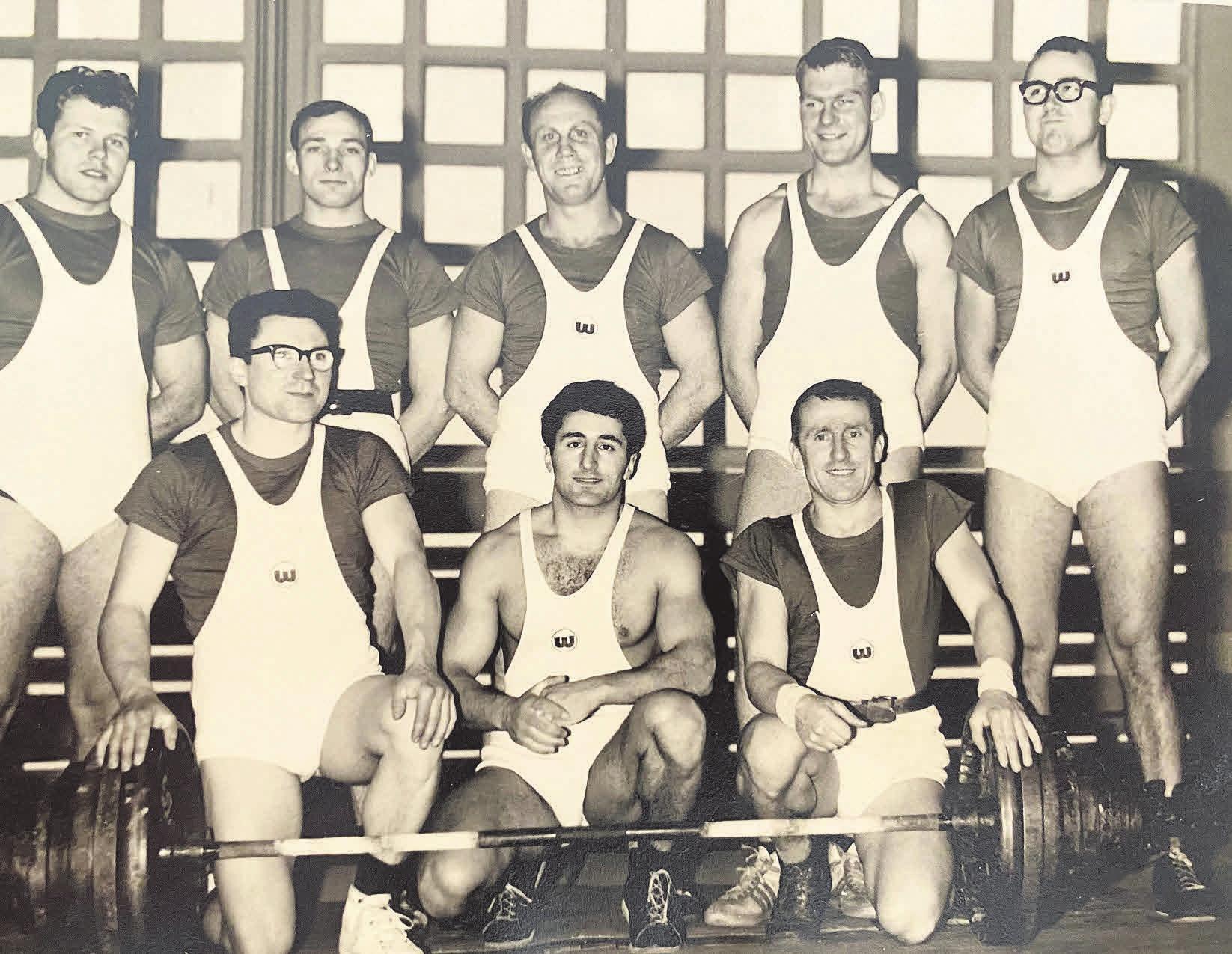 Die VfL-Gewichtheber: Das Team von 1965 mit (h. v. l.) Manfred Volkar, Gerd Sperlich, Bruno Brehmer, Franz-Josef Woltering, Armin Böhm, (v. v. l.) Kurt Schneidewind, Jack Vilonchi und Horst Seeger.Die VfL-Gewichtheber: Das Team von 1965 mit (h. v. l.) Manfred Volkar, Gerd Sperlich, Bruno Brehmer, Franz-Josef Woltering, Armin Böhm, (v. v. l.) Kurt Schneidewind, Jack Vilonchi und Horst Seeger. Fotos: VfL Wolfsburg