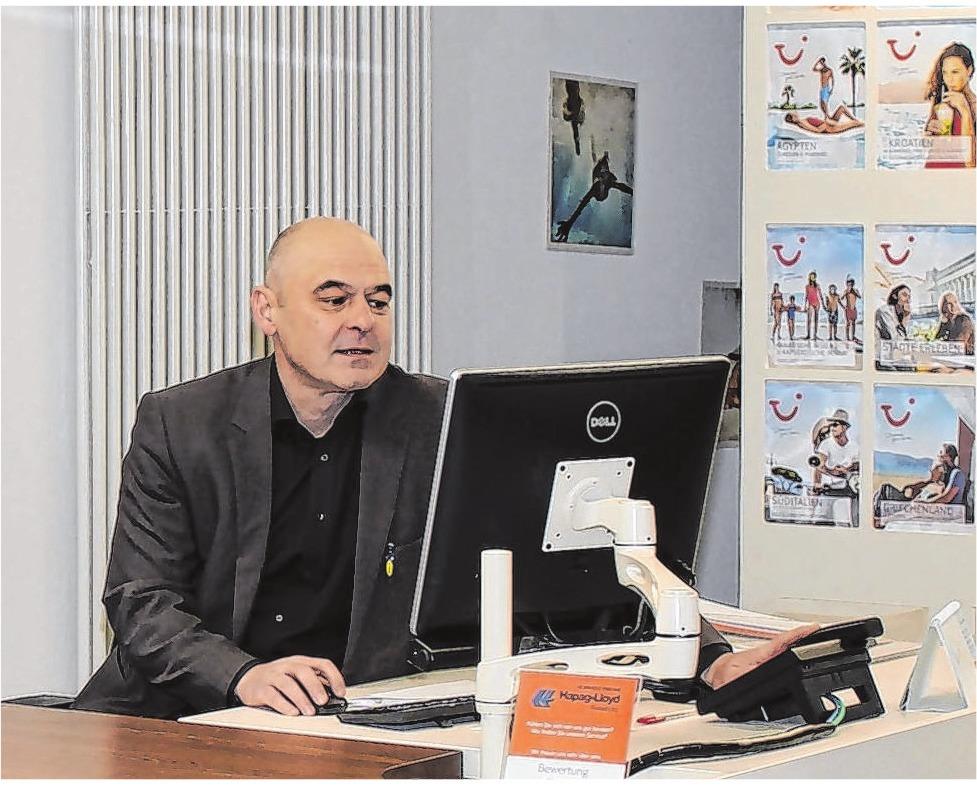 Andreas Gentner möchte das Angebot im Reisebüro noch weiter ausbauen, Service wird großgeschrieben. Fotos: I. Ruoss