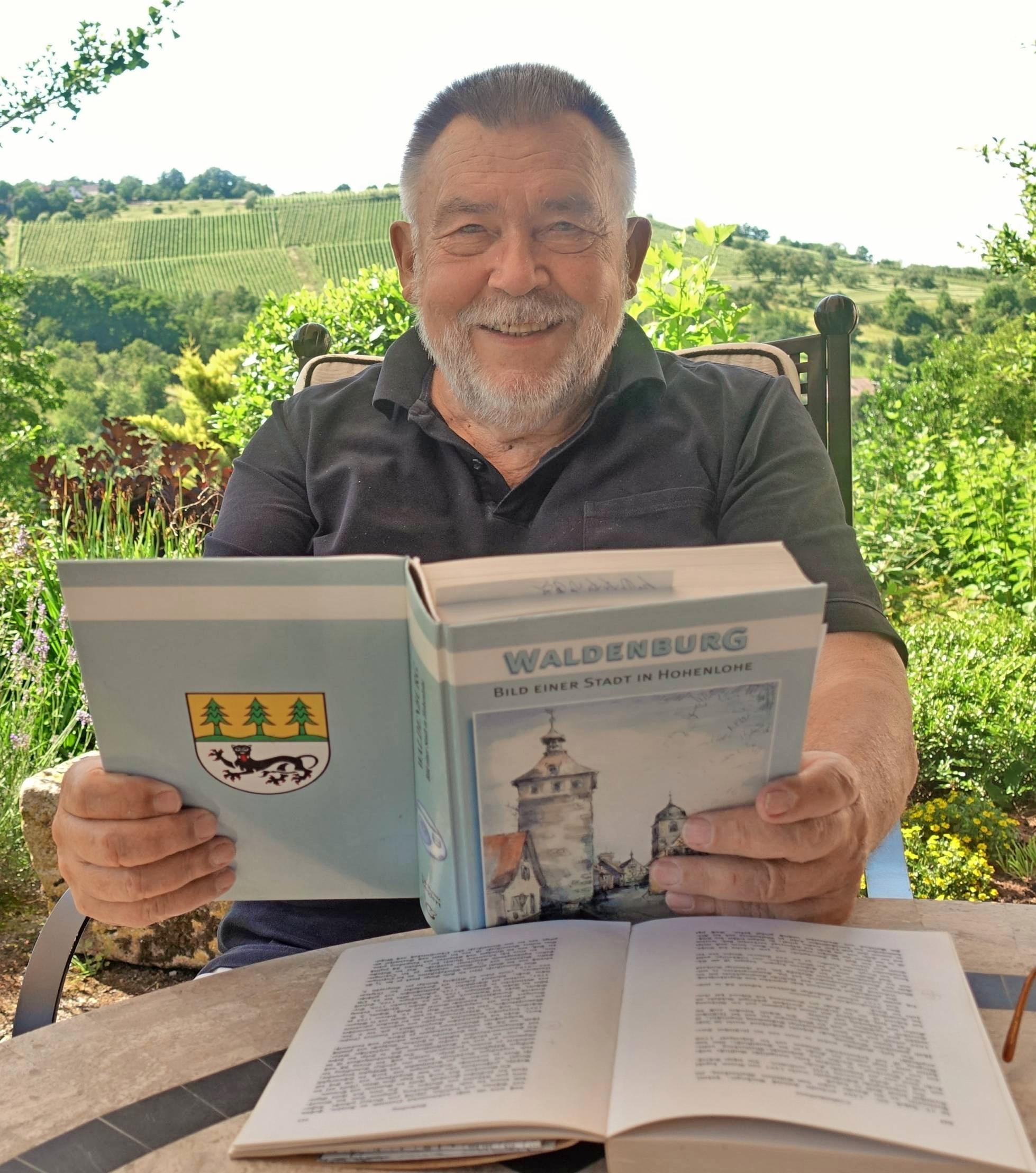 Der frühere Schulleiter und Heimatforscher Karlheinz Englert hat eine fast 600 Seiten starke Chronik zur Geschichte der Stadt Waldenburg verfasst.