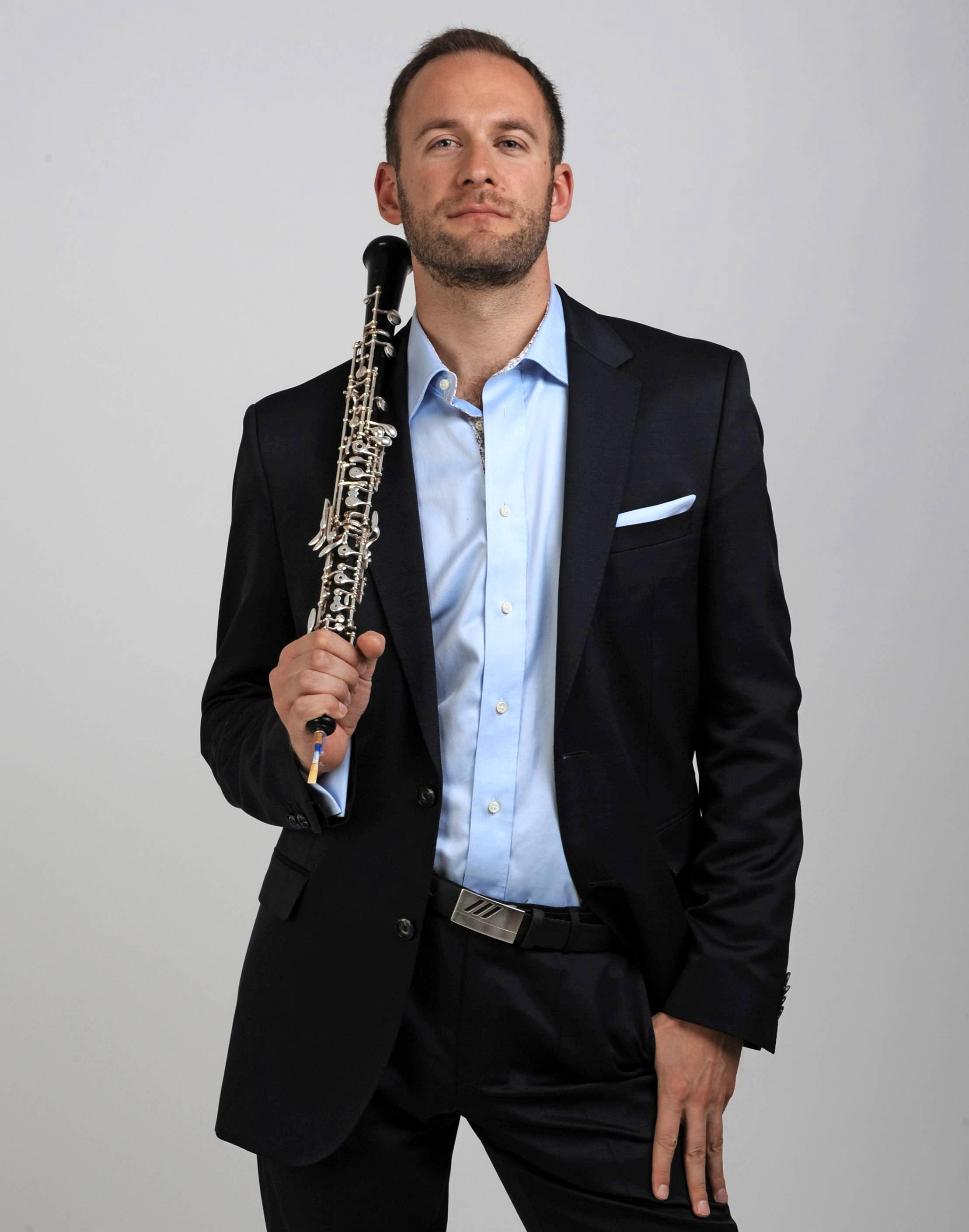 Vilém Veverka ist Solist des Weihnachtskonzerts.