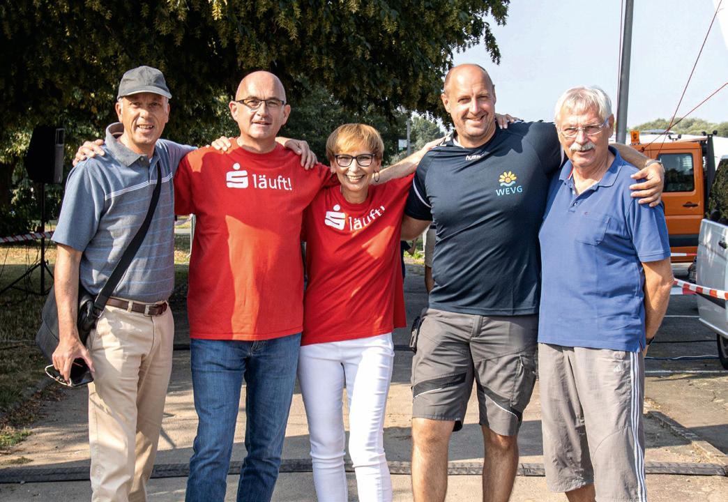 Oliver Fuchs, Rainer Krause, Christiane Voss, Björn Lippold und Karl-Heinz Lippold beim Stiftungslauf am Salzgittersee. Foto: Rudi Karliczek