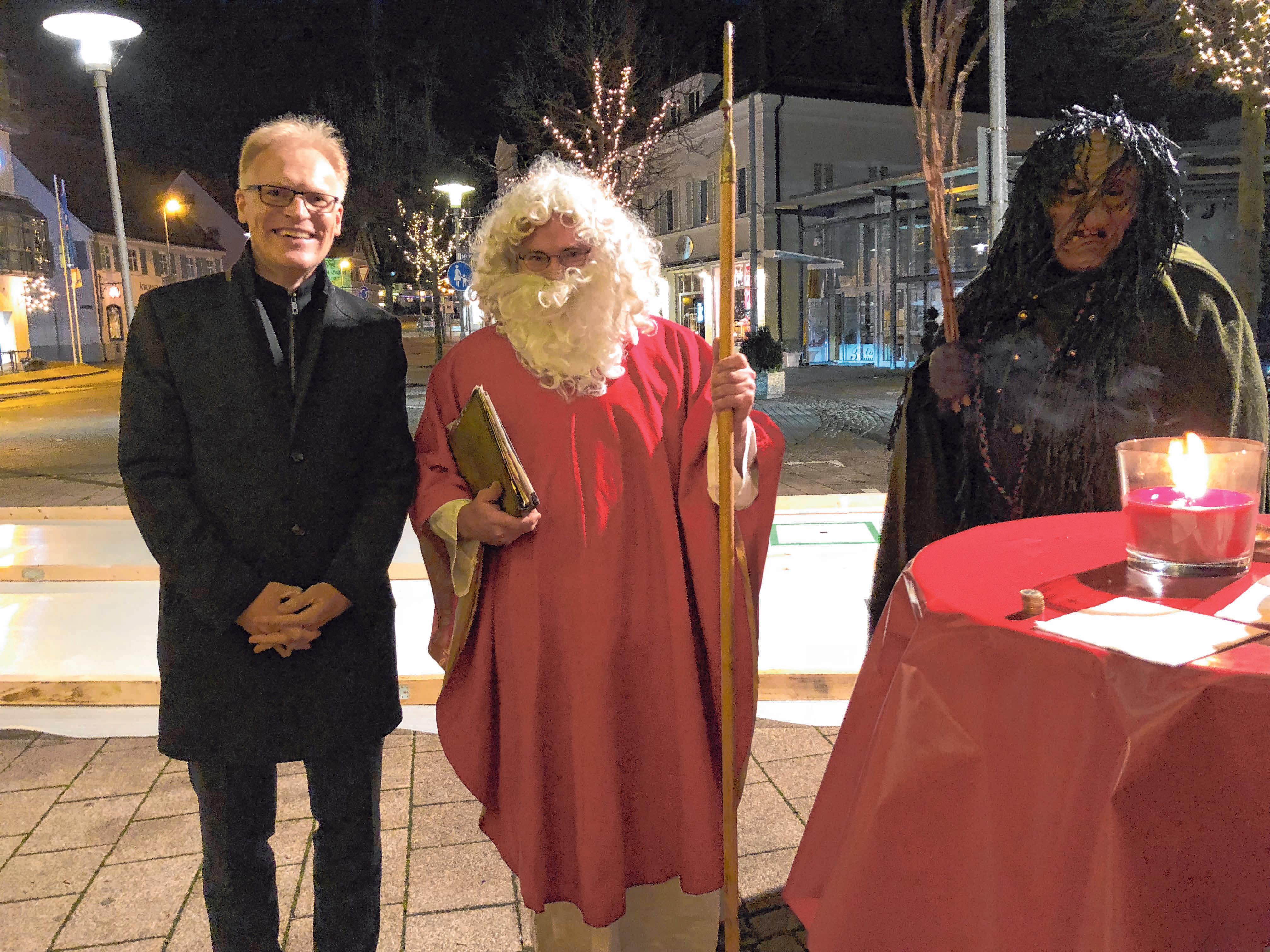 """Auch der Nikolaus schaut sicher beim """"Engel-Treff Laupheim"""" vorbei. FOTO: PRIVAT"""