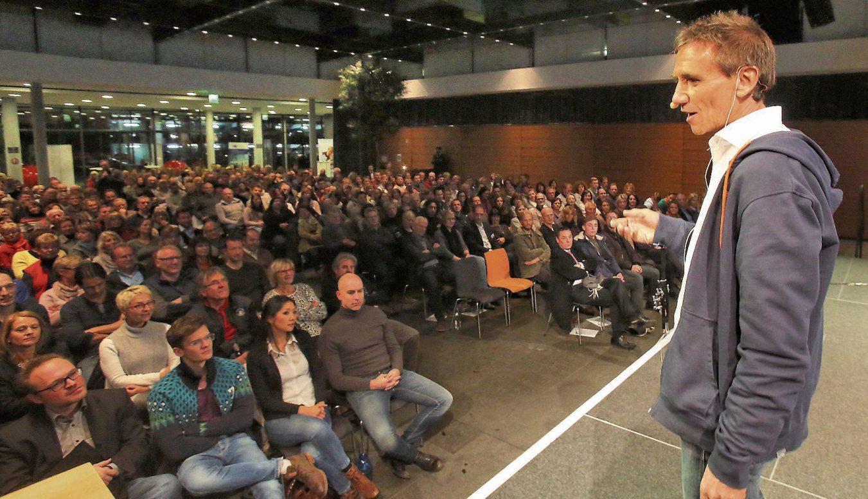 Vortrag von Dr. Kurt Mosetter im voll besetzten Tübinger Kreissparkassen Carré 2016. Archivbild Erich Sommer