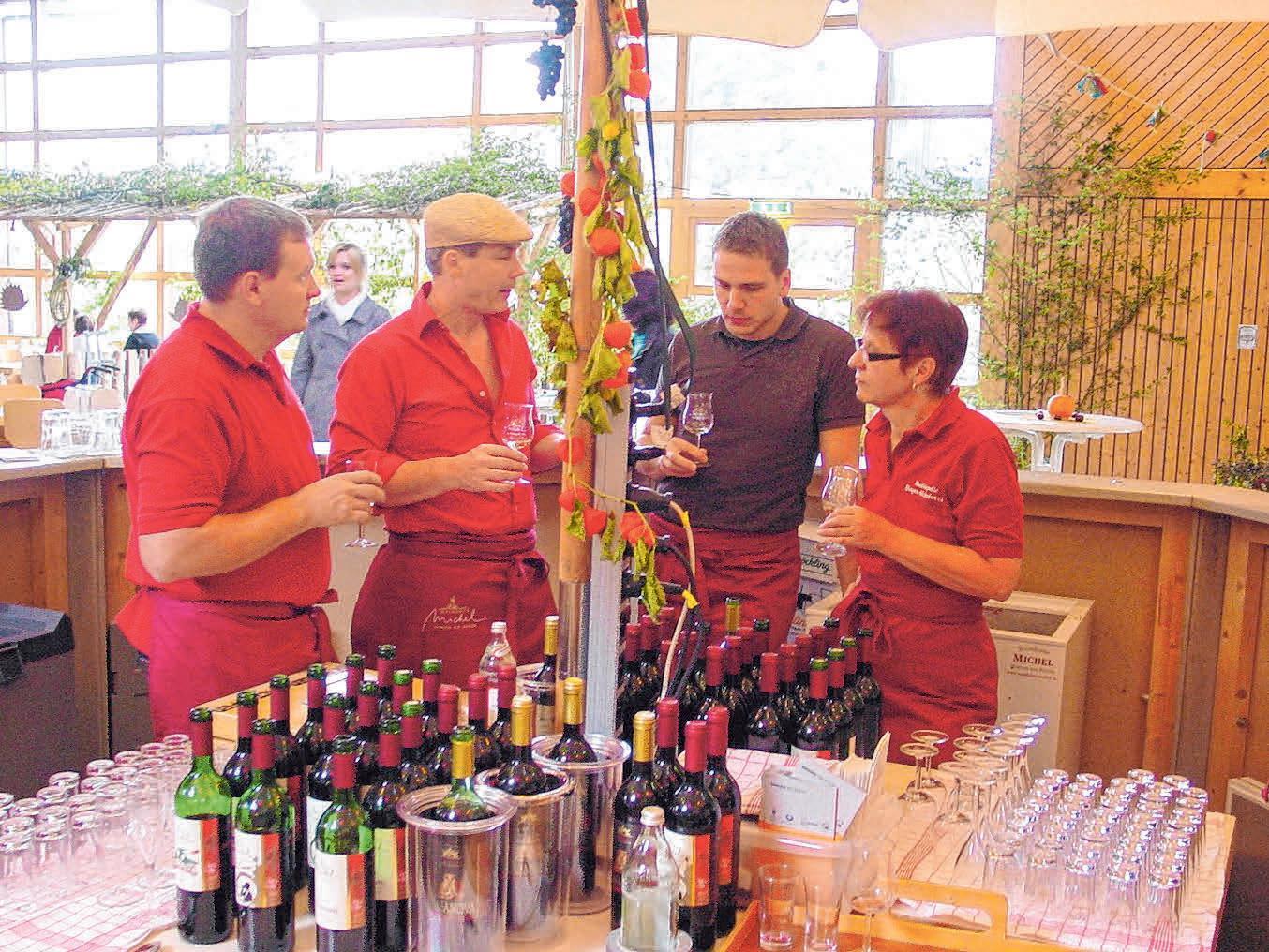 Auch das Weingut Michel aus Bingen am Rhein bietet verschiedene wohlschmeckende Tropfen zurVerkostung an. Na dann, zum Wohlsein! FOTOS: RÖSCH / MARTIN