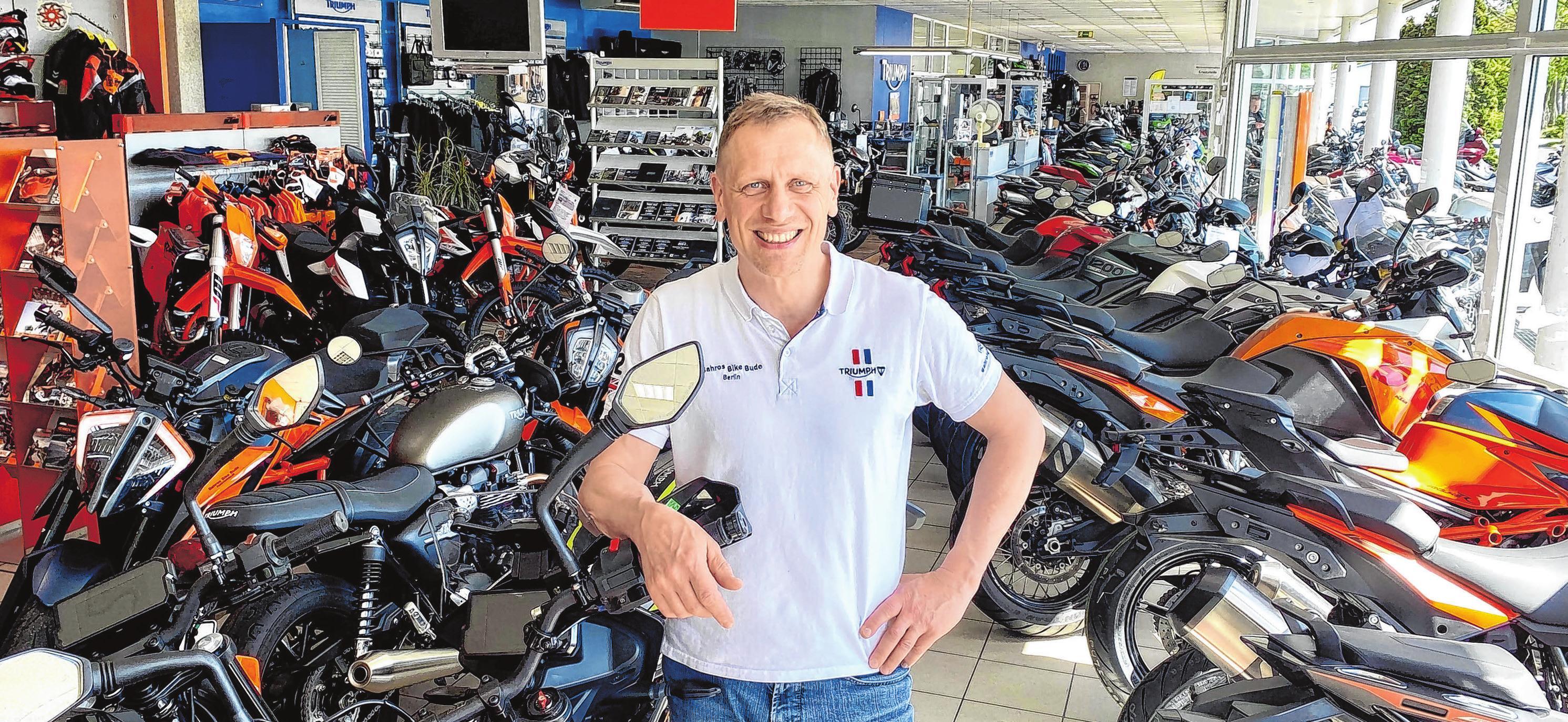 KTM und Triumph Fürstenwalde: Inhaber Stefan Bahro von der Bahros Bike Bude GmbH in der Ausstellungsfläche mit über 100 Motorrädern. Fotos: Alexander Winkler