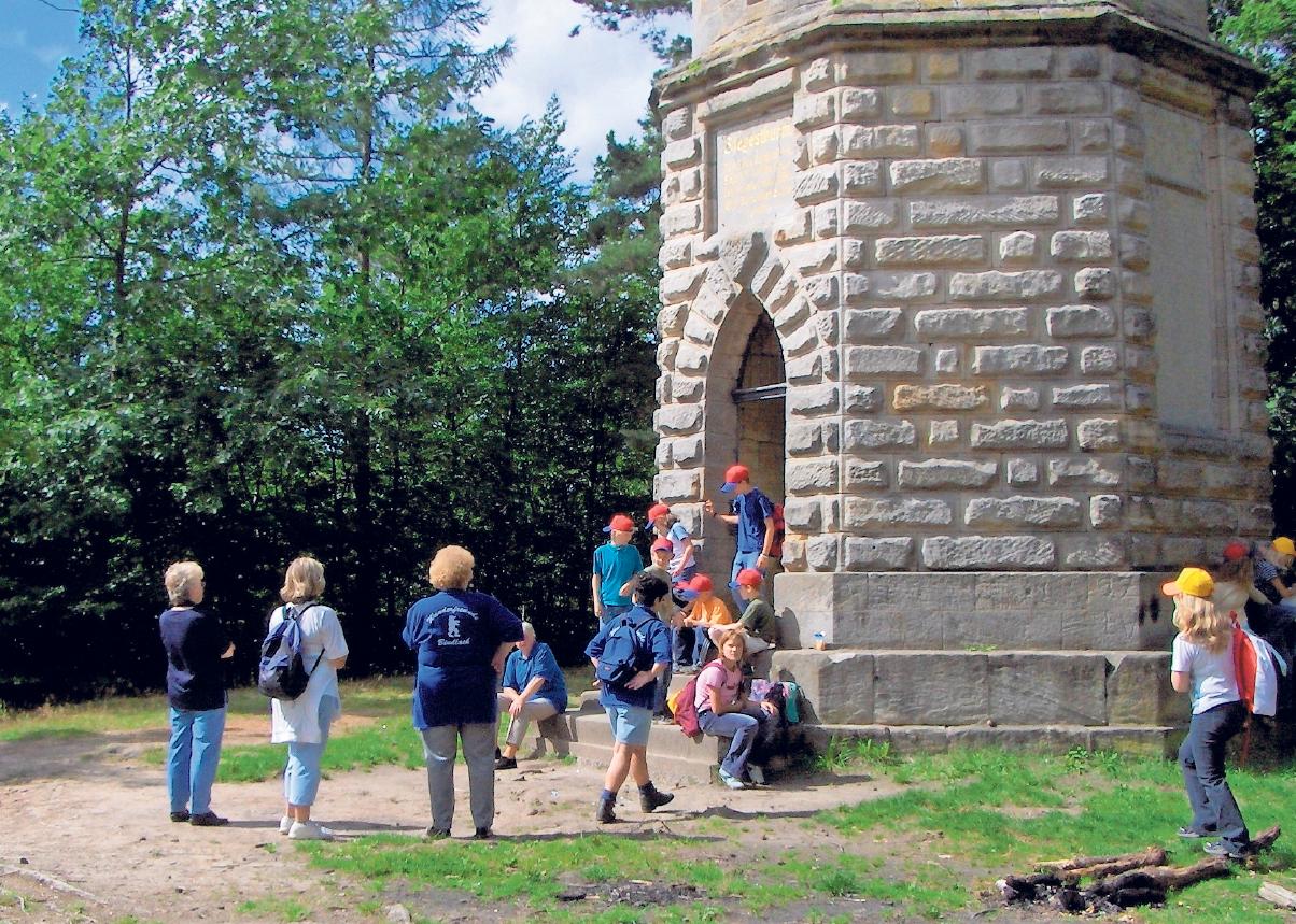 Wer sich an den Wandertagen Bindlach für die mittlere oder die lange Strecke entscheidet, kommt am Siegesturm vorbei. Foto: privat