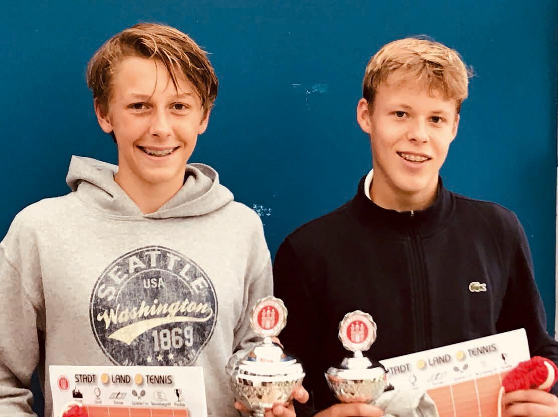 Junioren U 16: v.l. Leon Harder (SVG Blankenese) – Julian Herzog (Club a.d. Alster) 6:2, 6:2