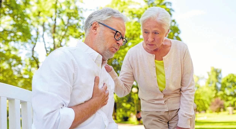 Wenn Symptome wie Brustenge oder Herzrhythmusstörungen auftreten, ist die Arteriosklerose oft schon weit fortgeschritten. FOTO: DJD/TELCOR-FORSCHUNG/SYDA PRODUCTIONS-STOCK.ADOBE