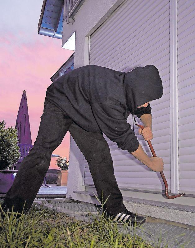Moderne Rollladenantriebe setzen Aufhebelungsversuchen durch Einbrecher erheblichen Widerstand entgegen. FOTO: DJD/SOMFY