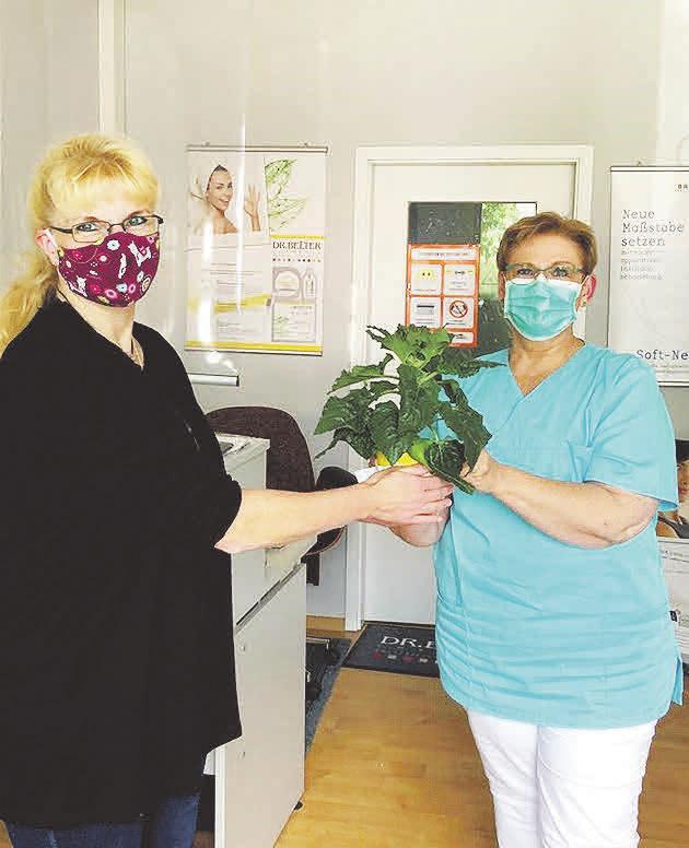 Präsent nach der Behandlung: Auch Kosmetikerin Petra Sürig überraschte ihre Kundinnen und Kunden gerne mit einer Blume. Fotos (9): Photowerk/Archiv, all-free-download.com
