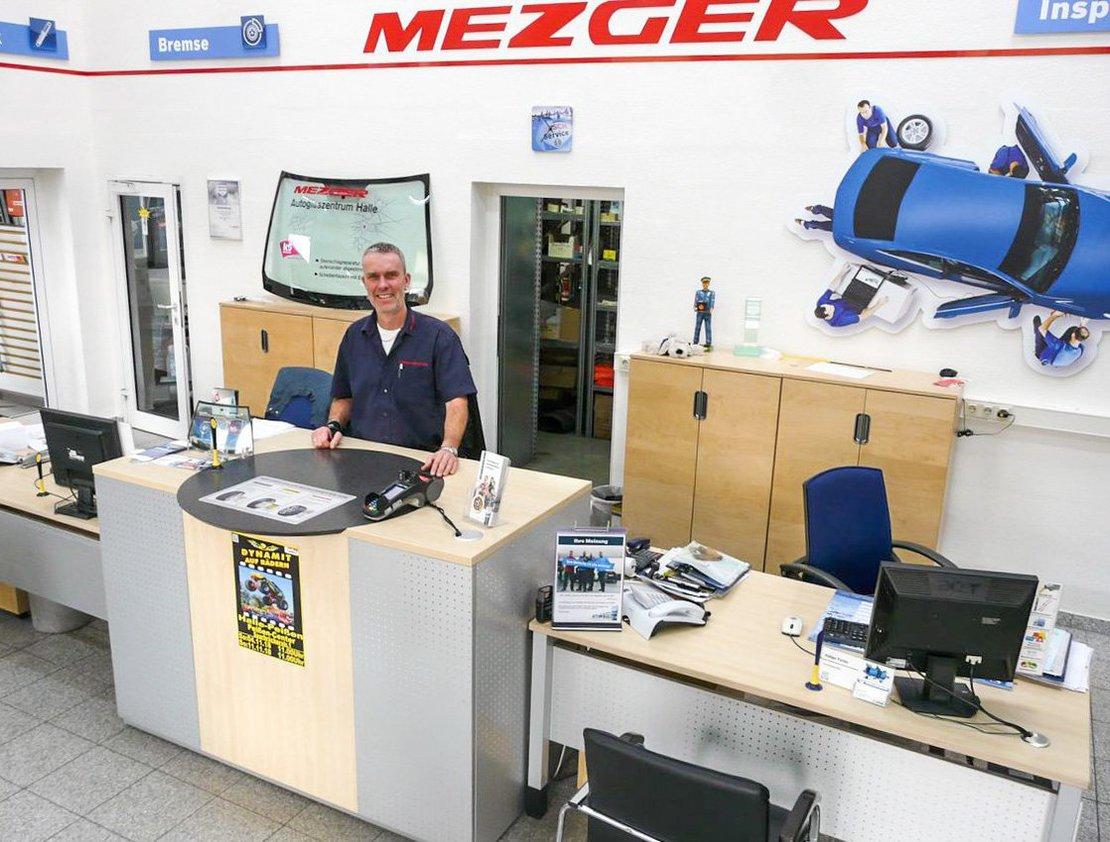 Werkstattleiter Andreas Edelmann ist in der Merseburger Straße zuständig für den Service der Firma. FOTO: DRABE