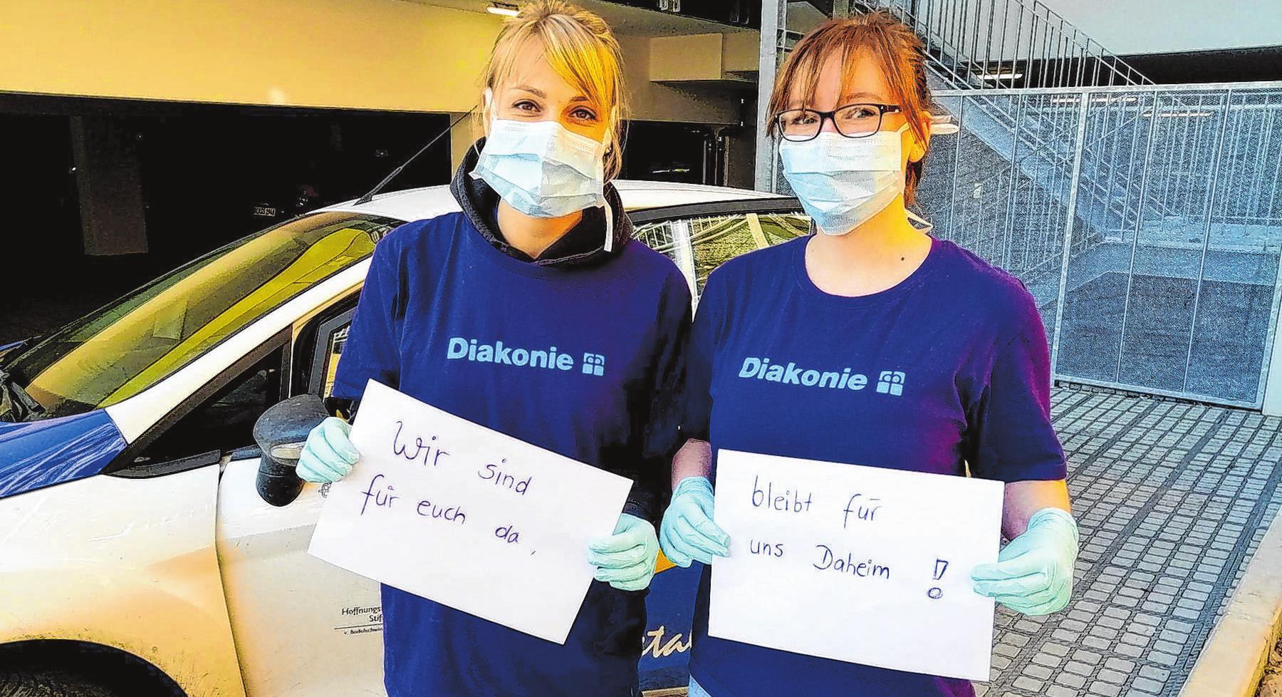 In Krisenzeiten ebenso zuverlässig: Pflegefachkräfte, wie Schwester Josephine mit ihrer Kollegin Jessi, betreuen ihre Patienten auch in Zeiten der Corona-Krise. Foto: Archiv/moz