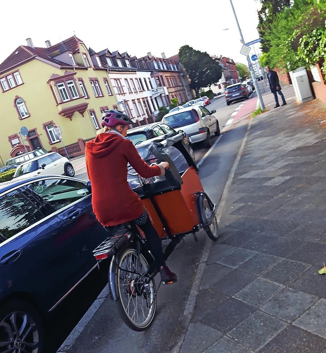 Ein gängiges Bild in der Domstadt: Kindertransport per Lastenrad. FOTO: ANTJE HANISCH