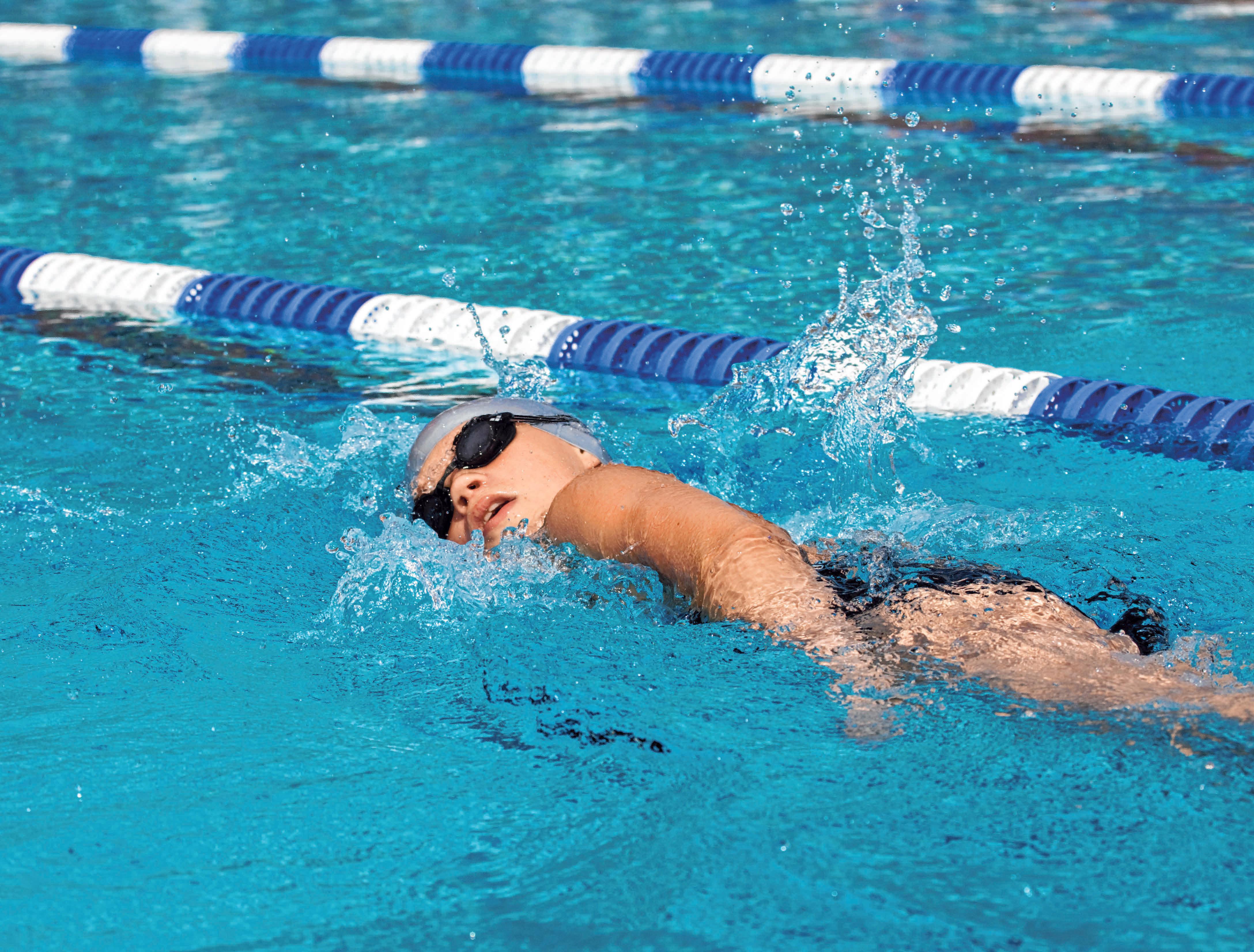 Schwimmen ist ein guter Ausgleich für die Rückenmuskulatur. FOTO: LASSE NOERBAEK