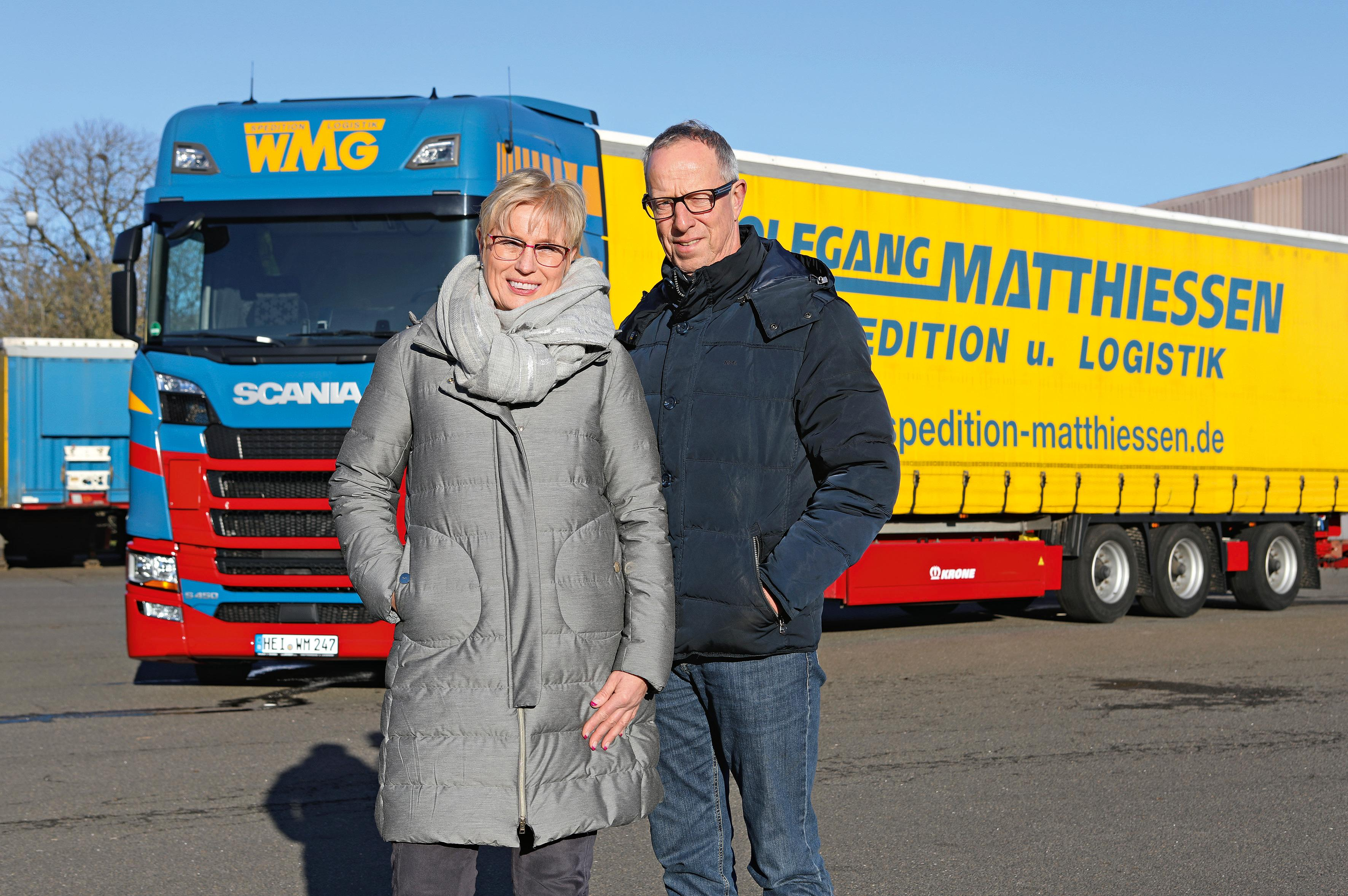 Family business through and through: Managing Director Marion Matthiessen-Voss (left) manages the company together with her sister Maike. Her husband Thies Voss (right) is responsible for fleet management.