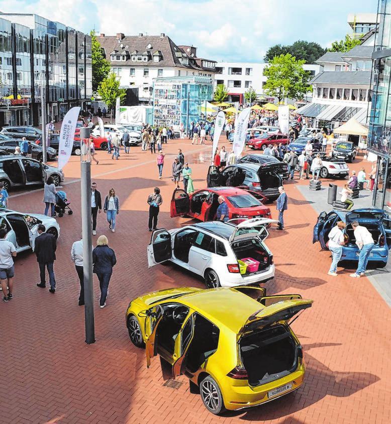 Die große Autoschau heimischer Händler darf natürlich bei der beliebten Veranstaltung nicht fehlen. Archivfotos: Dr. Volker Gastreich