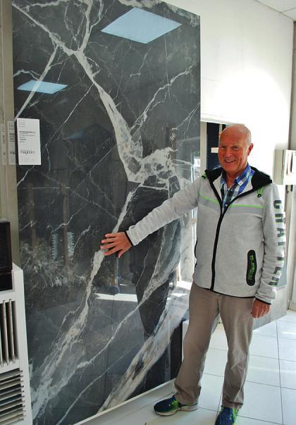 Feinsteinzeug in Marmorstruktur gibt es bei Rolf Kretzschmar sogar in Größen wie drei mal einen Meter