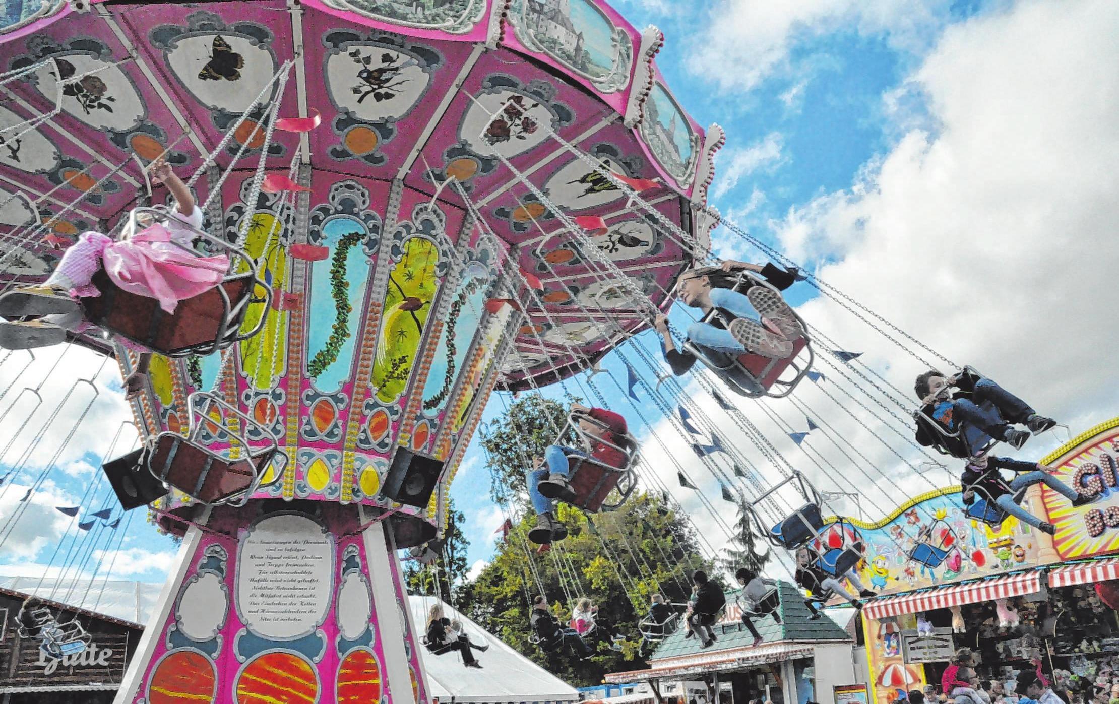 Im Vergnügungspark auf dem Festplatz sorgt für den ganz besonderen Spaßfaktor auf dem Michaeli-Markt.