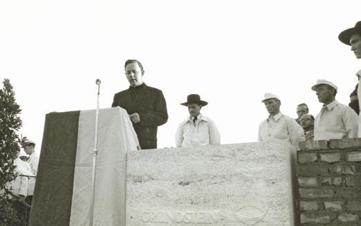Gratulierte zum Erscheinen der ersten WAZ: Der spätere Prälat Antonius Holling.