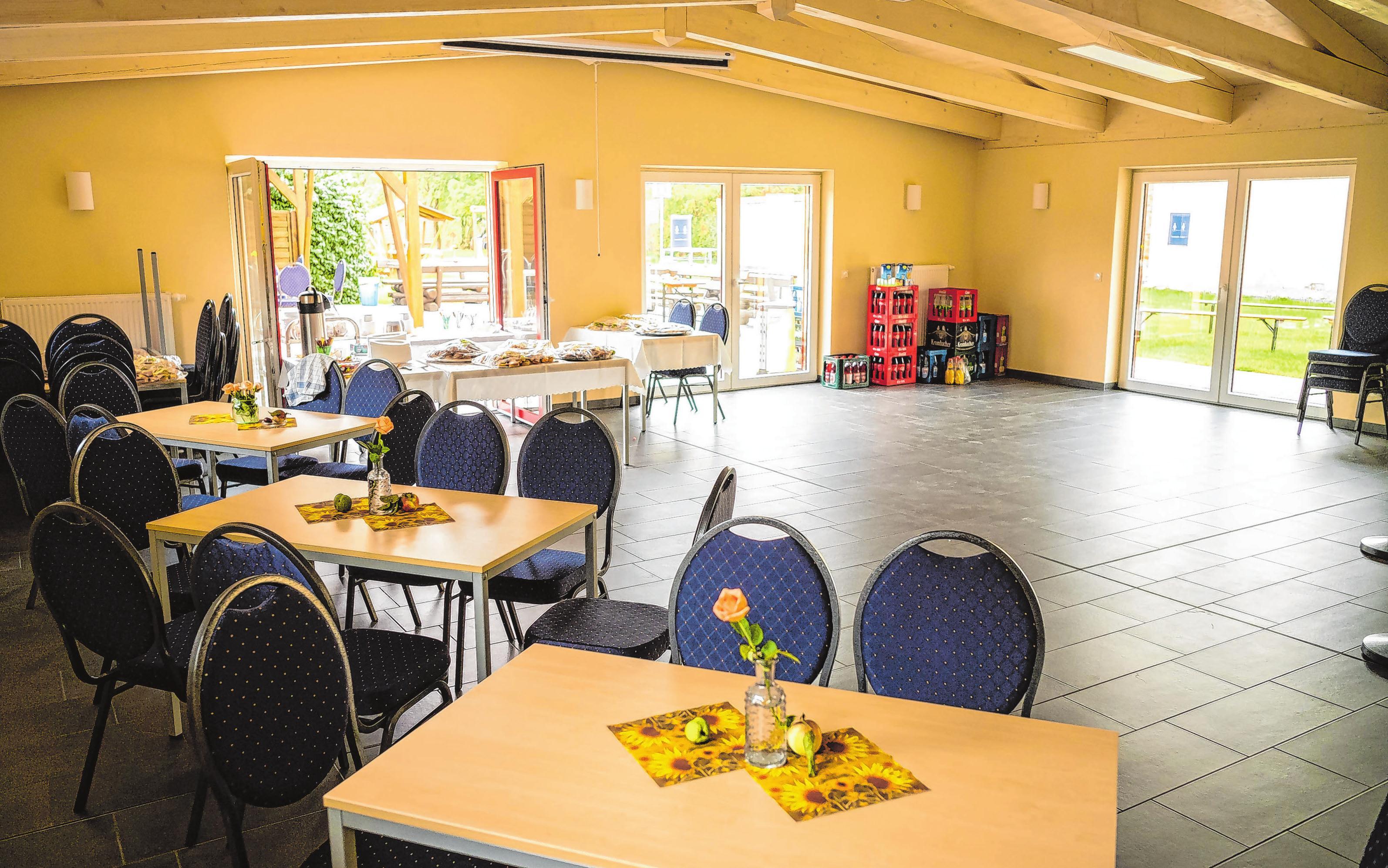 <div><br></div> <div>Im neuen Anbau ist ein großer Raum für Feierlichkeiten entstanden.</div>