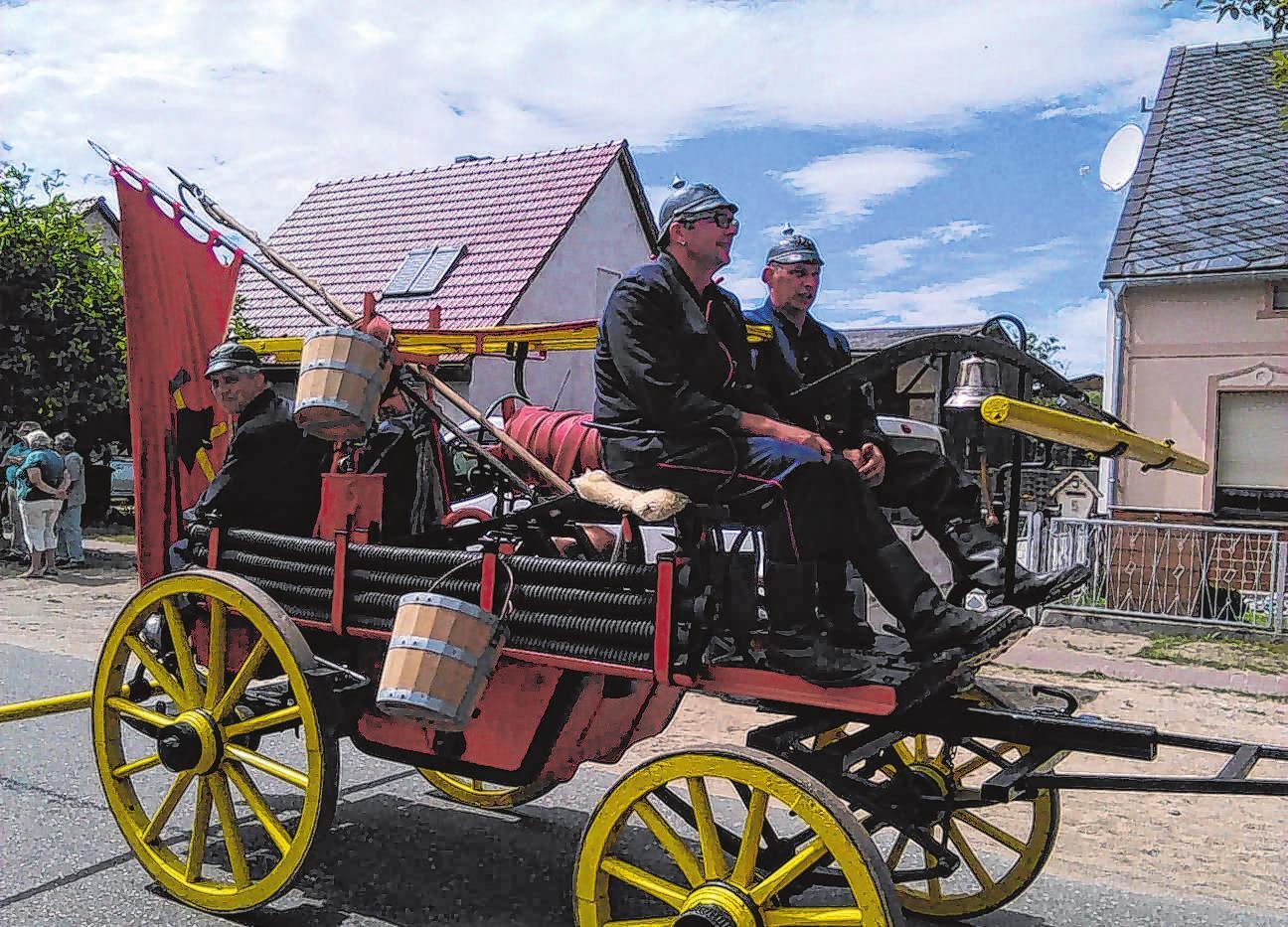 Die historische Spritze der Lunower Feuerwehr ist beim Festumzug am 4. Mai wieder dabei. Foto: privat