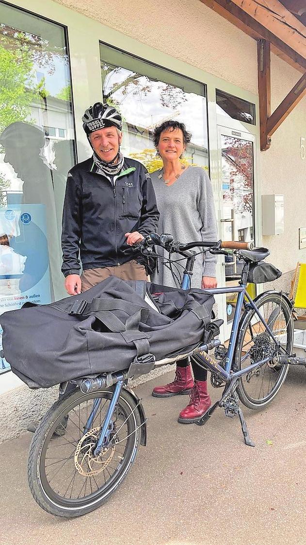 Andreas Sieber und seine Frau Martina vor dem Reformhaus in Marbach am Neckar.