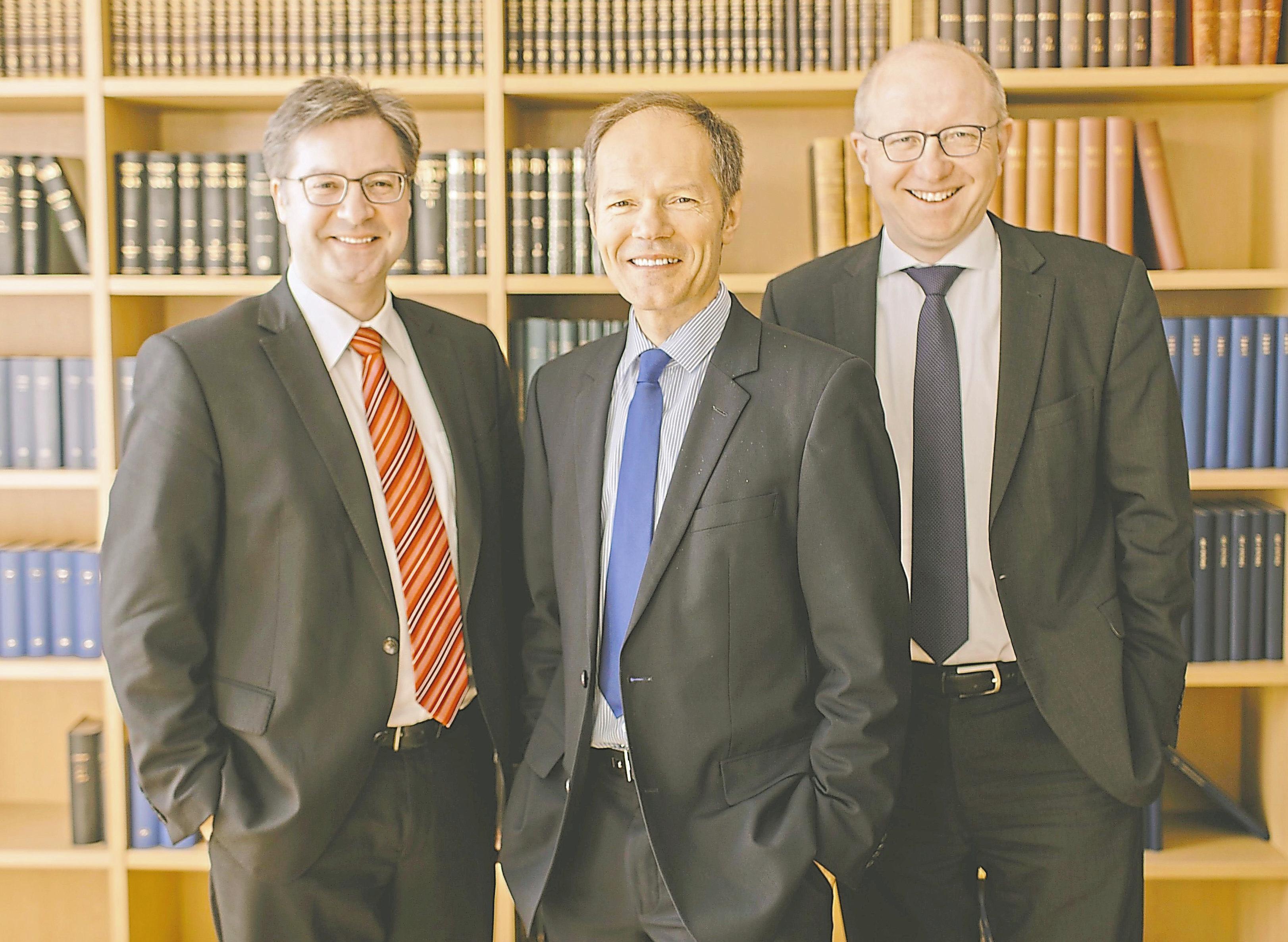 Das Team der Notare Christian Huster, Ralf Gosda und Karsten Havighorst (v.l.) wird durch Notar a. D. Gerd Grabenschröer ergänzt, der auf eine mehr als 40-jährige notarielle Berufserfahrung zurückgreifen kann.Foto: Gosda Havighorst Huster