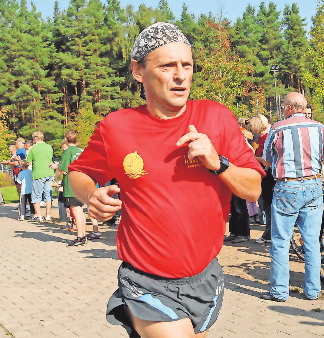 Seine Paradedisziplin, das Laufen: Der Sportler knackte in seiner Laufbahn einige Kreisbestleistungen. FOTO: ROBERT ROESKE