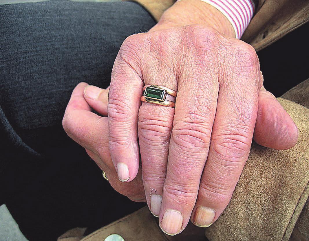 Um eine gute Pflege zu Hause gewährleisten zu können, ist es legitim, sich eine andere Pflegeperson zur Seite zu holen.