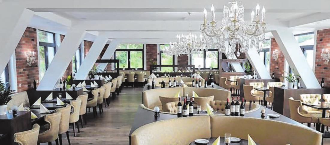 Wohlfühlambiente im Restaurantbereich: Bis zu 110 Personen können hier zeitgleich speisen und einen der 80 verschiedenen Weine verköstigen.
