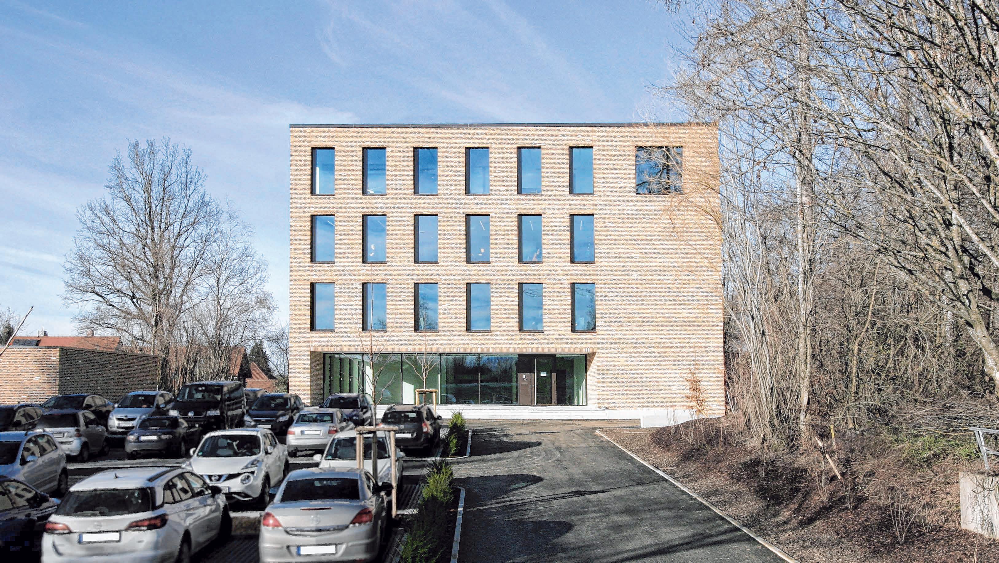 Der Neubau zeichnet sich durch seine klare Schlichtheit aus. Fotos: Grath Architekten BDA