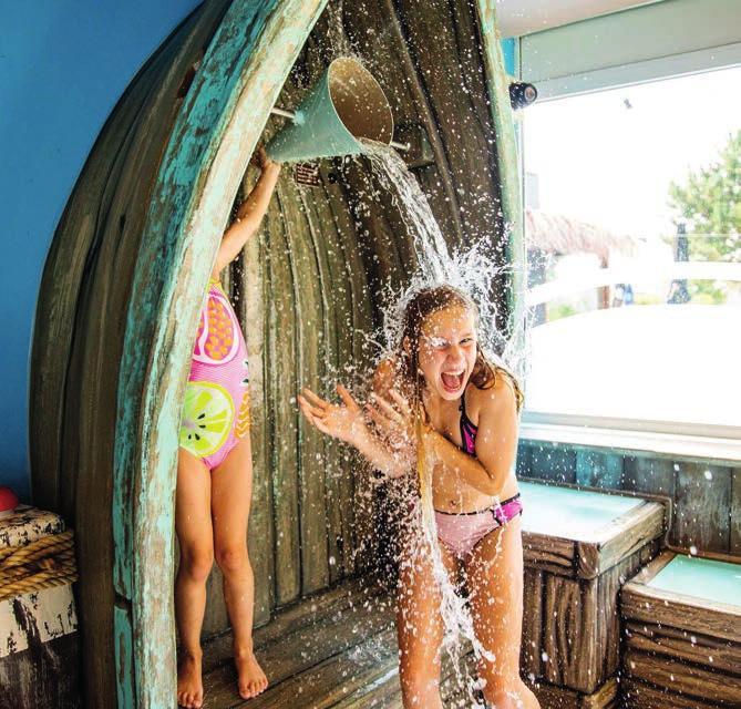 Wasserspaß im Hallenbad – auch im Winter kommen die jüngsten Urlaubsgäste voll auf ihre Kosten.