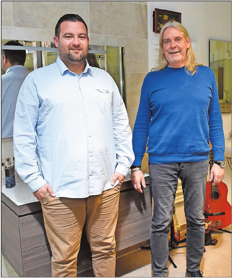 Spezialisten für barrierefreie Bäder, Badewannen mit Tür und Gartenwhirlpools: Marc (links) und Jürgen Hornig. FOTOS: SCHENK