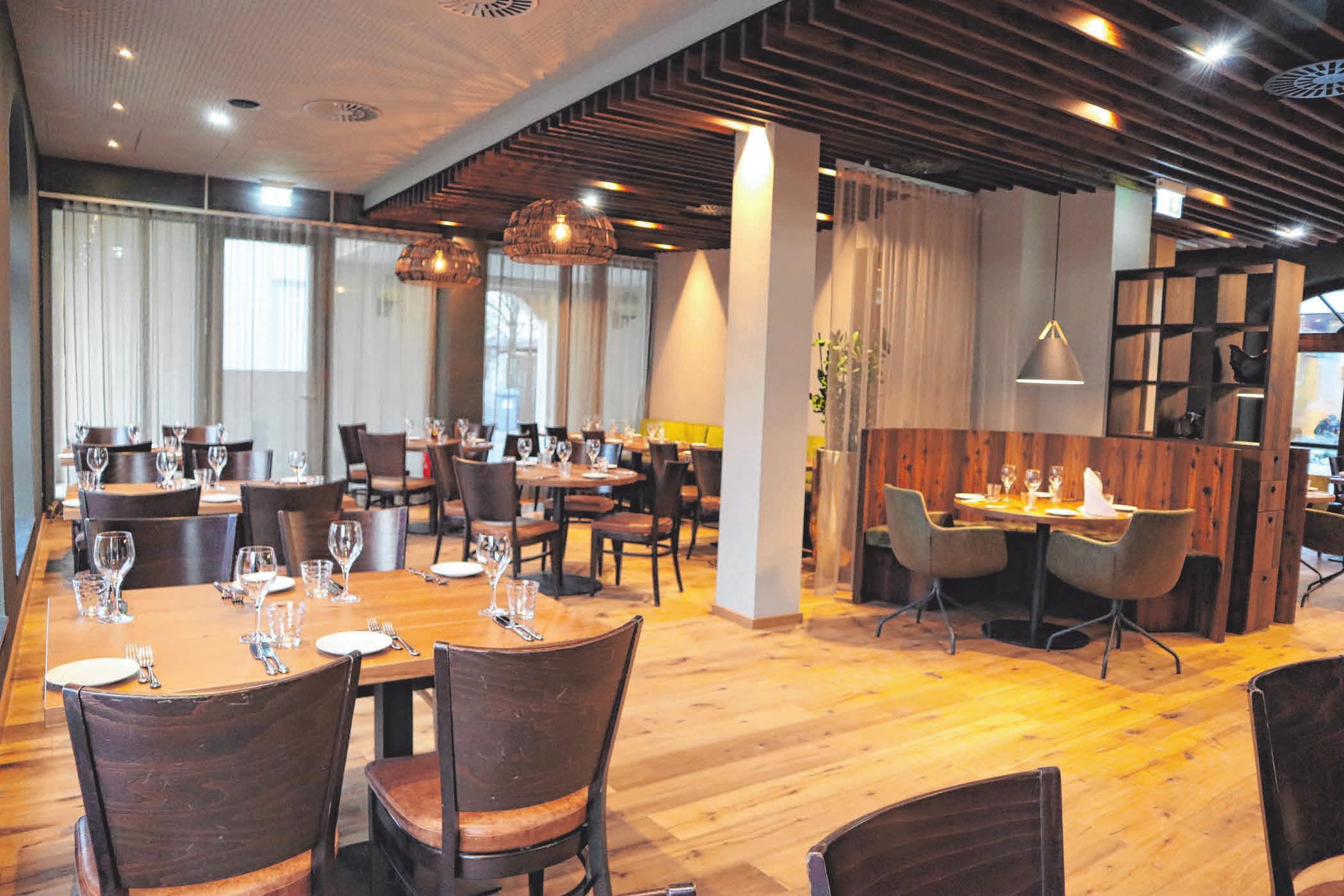 Warme Töne und Naturholz schaffen im Restaurant eine Wohlfühlatmosphäre. FOTOS (7): ELISABETH KOPRIVC