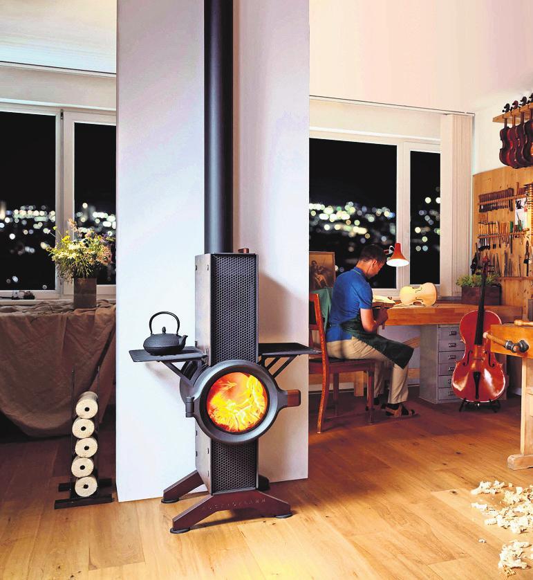Kaminöfen mit außergewöhnlicher Form dienen auch als Gestaltungselement im Raum. Foto: z/djd/AUSTROFLAMM