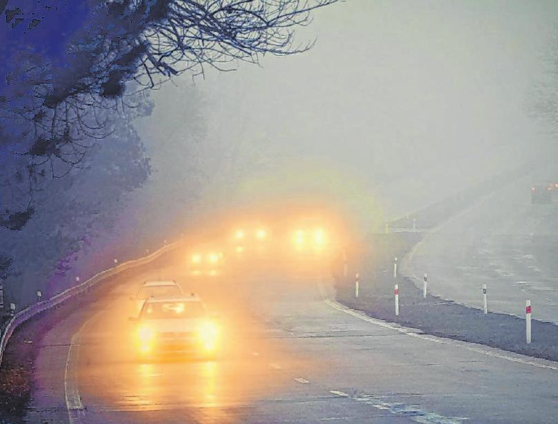 Nebel nimmt die Sicht, spielt mit der Wahrnehmung der Fahrer und verleitet zu falschen Reaktionen. Foto: djd/Deutscher Verkehrssicherheitsrat/montypeter – stock.adobe.com