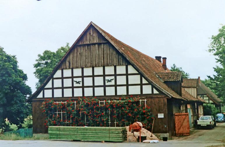 In der Mitte ist das Gebäude vor dem Umbau durch Stahmers zum Antiquitäten-Café zu sehen. Foto: Stahmer
